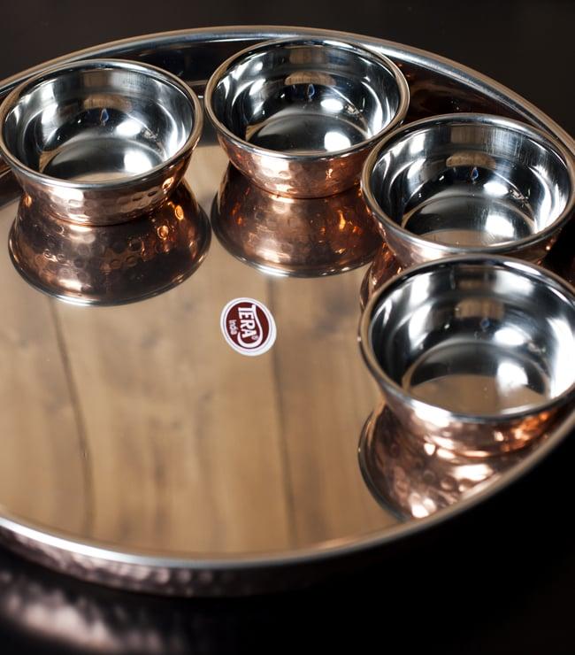 ロイヤルターリーセット クアトロ(高級カレー大皿1枚と高級カレー小皿4枚のセット) 2 - 高級カトリとターリーのセットです。