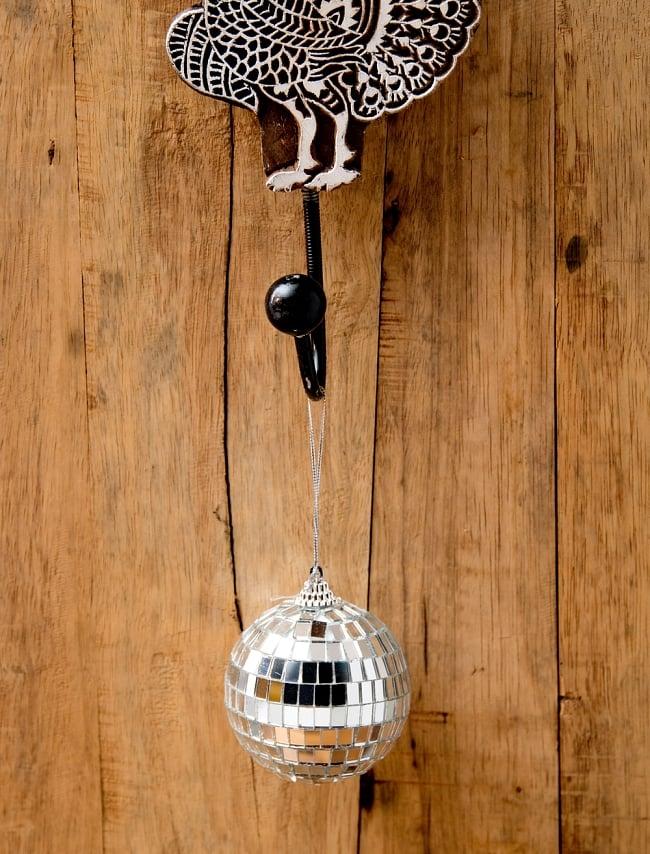 【お得3個セット】手のひらサイズのミラーボール パーティーなどの装飾へ[70mm] 4 - 紐がついているので、このように吊るして使えます。
