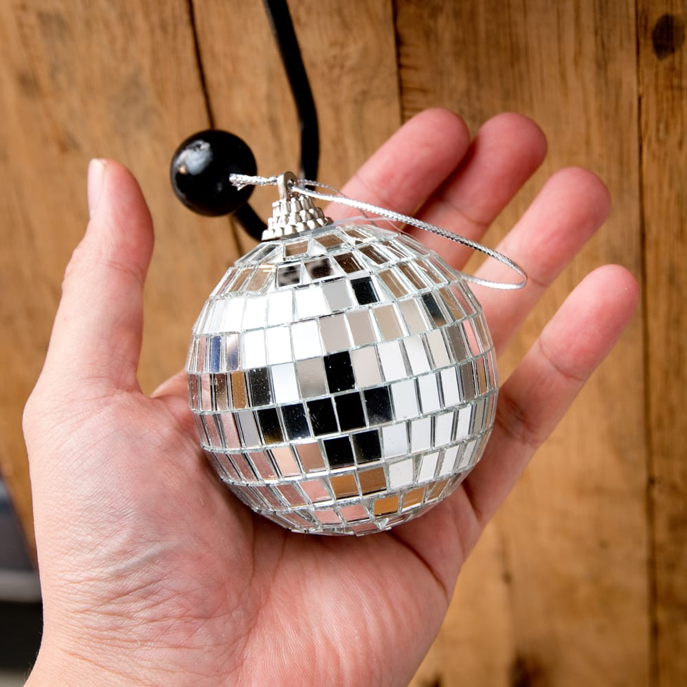 手のひらサイズのミラーボール パーティーなどの装飾へ[70mm] 6 - 手のひらサイズながら、キラキラしっかり輝きます。