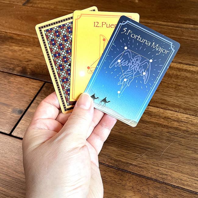 アラビアンジオマンシーカード - Arabian Geomancy Card 5 - サイズ比較のために手に持ってみました