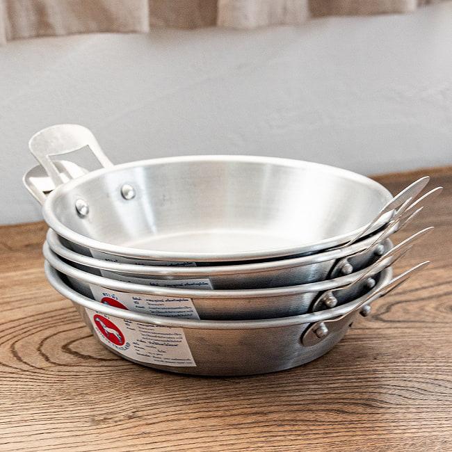 キャンプにも便利なタイの 取っ手付きアルミ小皿/小鍋 3 - 重ねられるのも場所を取らず嬉しいですね。