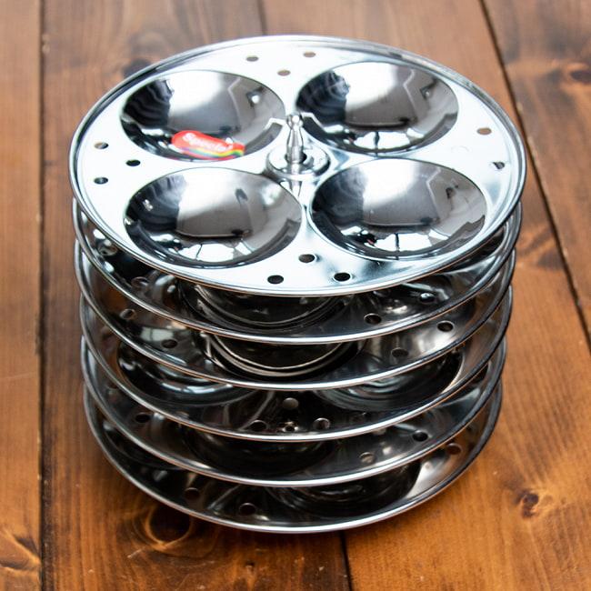 [ワケアリ価格]イドリーメーカー セットの写真2 - 鍋は、イドリー以外でも使えます。意外と深く蓋に蒸気口がありますので、煮込み料理にどうでしょう。