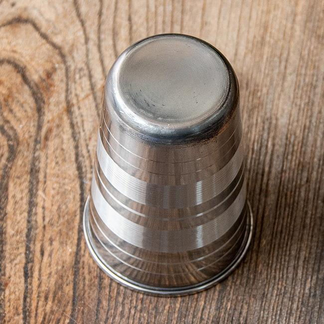 ステンレスのチャイカップ 4 - 大きさを観じて頂く為、手に持ってみました。