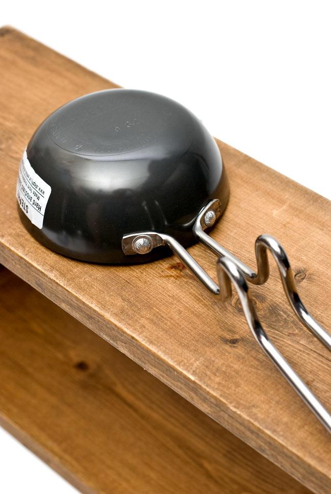 タルカパン[中] 黒 ノンスティック【28.5cm】インド料理でスパイスをテンパリングする調理器具 4 - 裏面を見てみました。刻印などの細部は入荷時期により異なる場合があります。