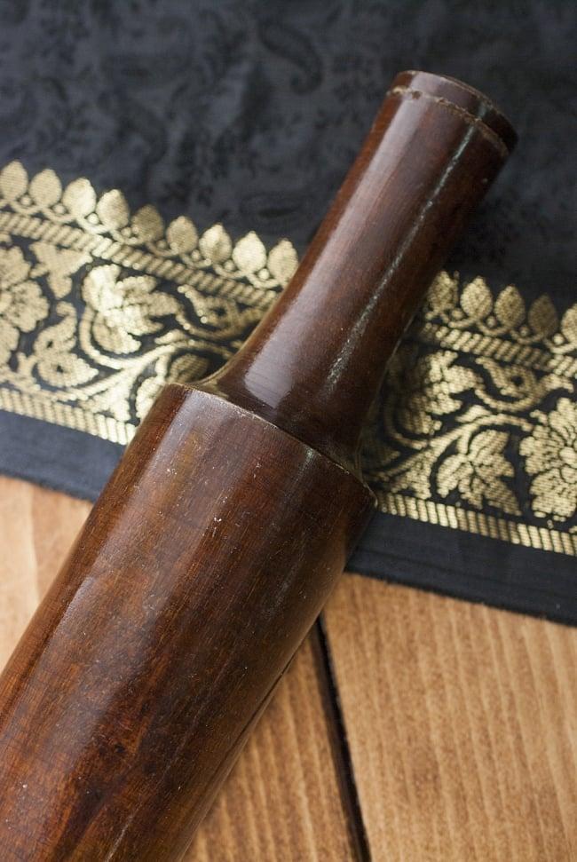 チャパティ用麺棒 - 焦げ茶【31cm】の写真3 - 拡大写真です。天然素材の為、色合いや木目等はそれぞれ異なります。