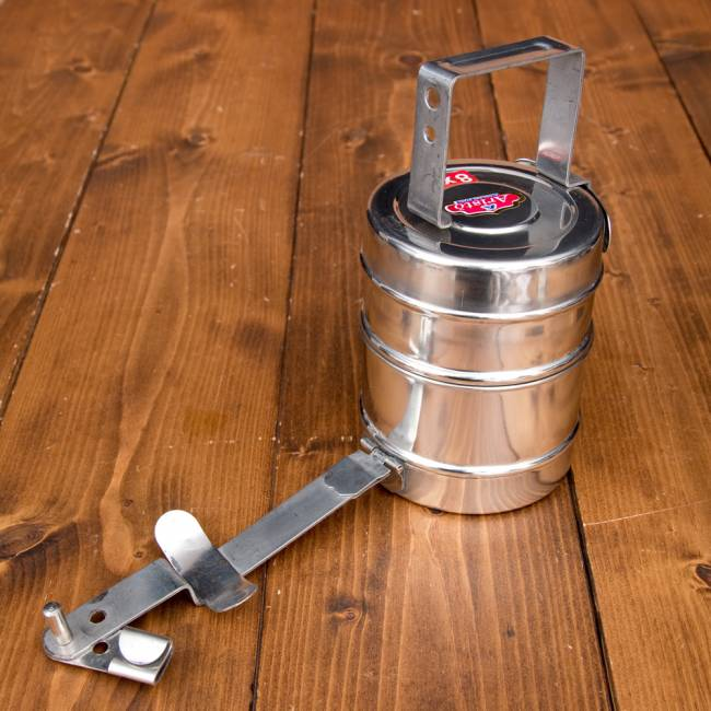 鍵が掛かる!インド3段ボンベイ弁当箱 ダッバーワーラー仕様【直径:約10cm 高さ:約19.5cm】 9 - このようにお弁当が開放された状態になります