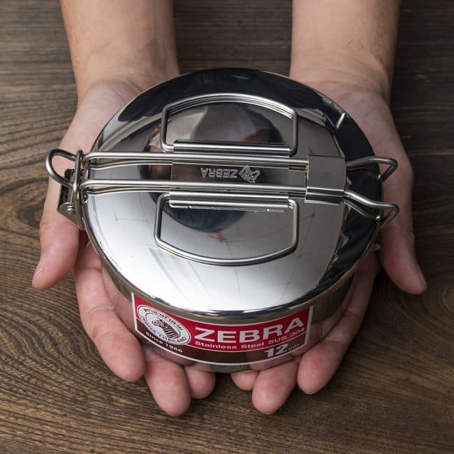 鍋にもなる タイのステンレス弁当箱 ZEBRAブランド - 12cm 8 - 手に取るとこれくらいのサイズ感です。