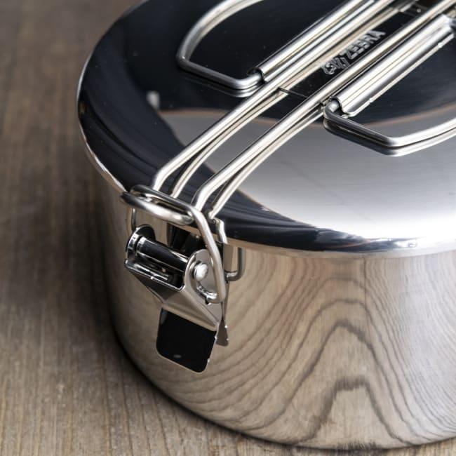 鍋にもなる タイのステンレス弁当箱 ZEBRAブランド - 14cm 3 - 留め具の箇所になります。SUS304ステンレスが肉厚に用いられており、耐久性に優れています。