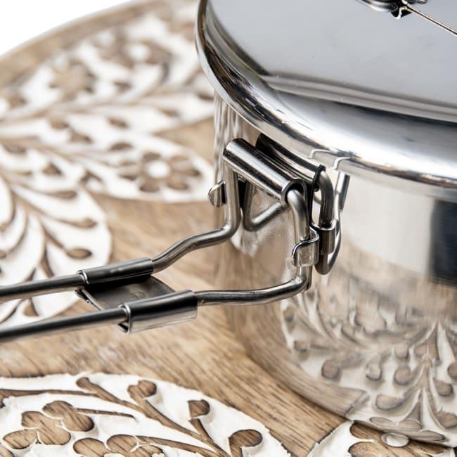 鍋にもなる タイのステンレス弁当箱 ZEBRAブランド - 14cm 5 - 留め具の付け根部分です。こちらがストッパーになって安定してくれます。