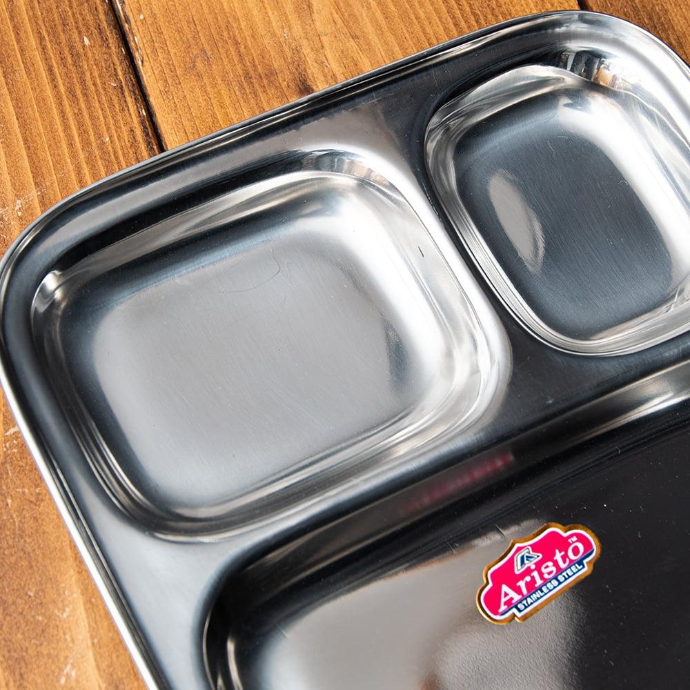 3分割ランチプレート[22cm]  3 - 小さなスペースは豆カレーやヨーグルト、大きなスペースはライスやチャパティを入れるのに使います。