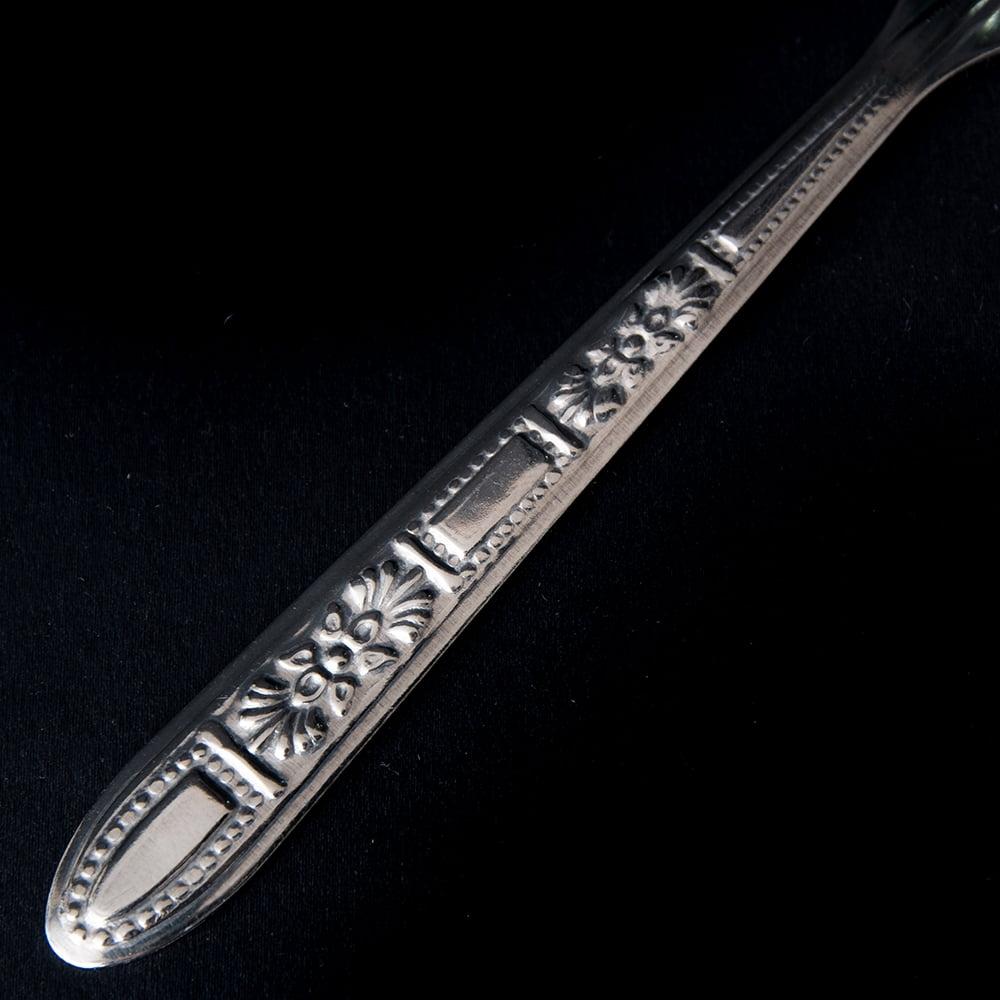【24本入り!】タイ屋台のエンボススプーン&フォークセット 4 - 持ちて部分の様子です。