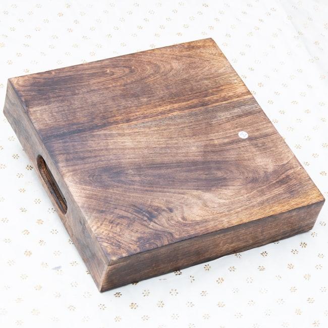 手彫りのマンゴーウッドトレー スクエアSサイズ【30.5cm】 7 - 底面は平らなので安定感があります。