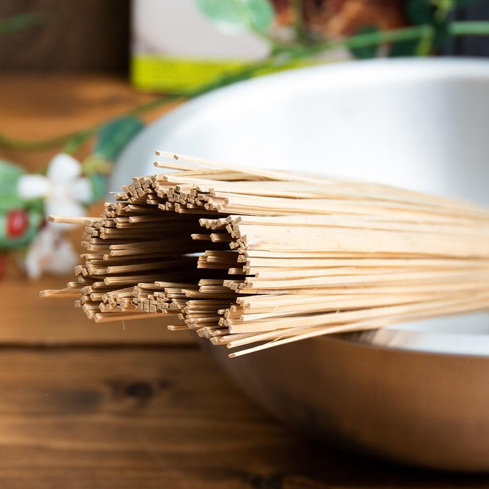 タイの竹製鍋洗い ささら 3 - 作りはとてもシンプルで、細く割いた竹を束ねただけ。