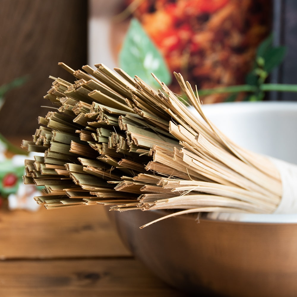 タイの竹製鍋洗い ささら - グリップ付き 3 - 作りはとてもシンプルで、細く割いた竹を束ねただけ。