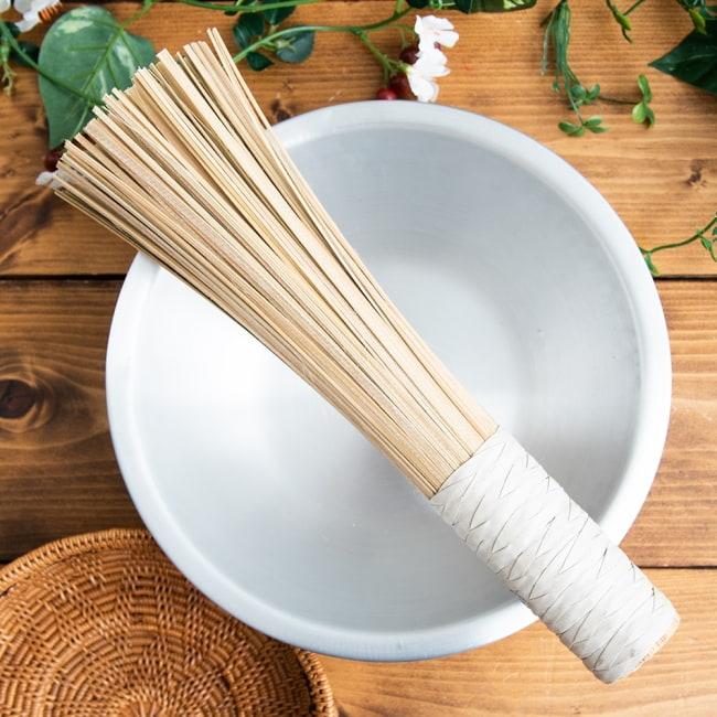 タイの竹製鍋洗い ささら - グリップ付きの写真