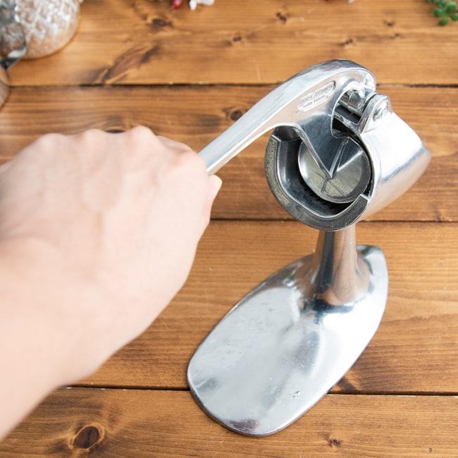 タイのフルーツジューサー 6 - 握りやすい大きいハンドル。