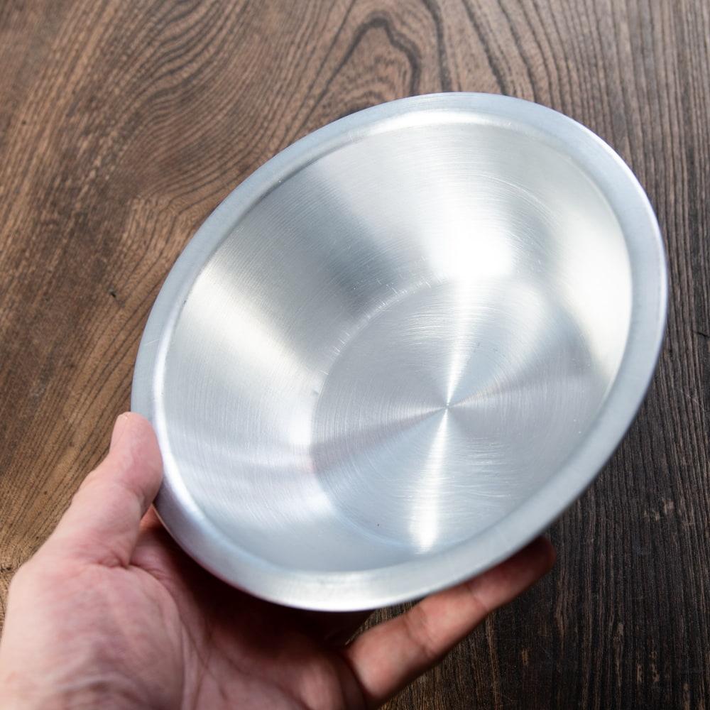 キャンプにも便利なアルミボウル ミキシングボウル〔約16.5cm×約4.9cm〕 シンプルだけど、ぬくもりあるタイの食器 6 - このくらいのサイズ感になります