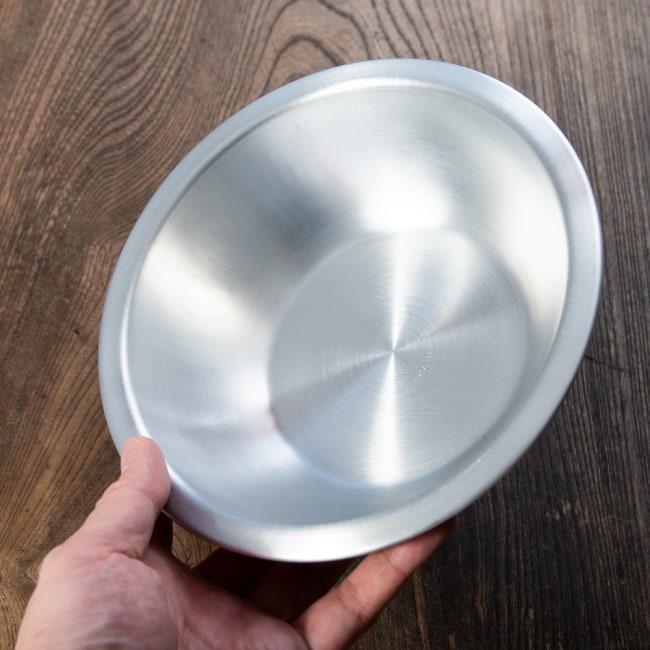 キャンプにも便利なアルミボウル ミキシングボウル〔約18.5cm×約5.2cm〕 シンプルだけど、ぬくもりあるタイの食器 6 - このくらいのサイズ感になります