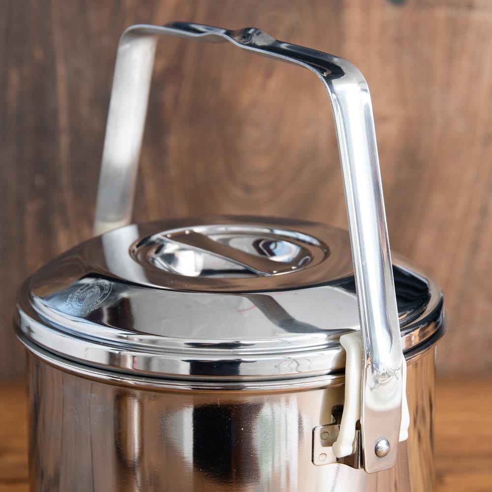 〔14cm 2L〕ブッシュクラフトの定番 ゼブラ社のビリー缶・ビリーポット 焚き火とキャンプの直火調理へ〔ステンレスSUS304製〕 7 - 上にハンドルを上げると、ロックされるようになっています。