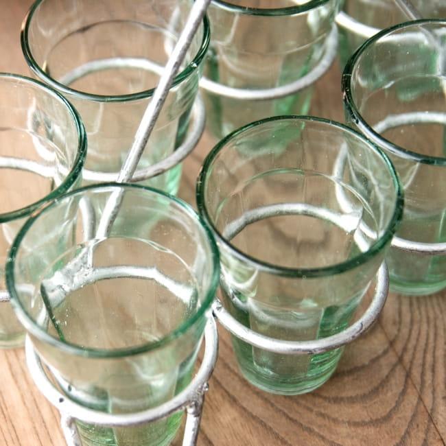 チャイワーラーのチャイカップホルダー - 8カップ用 7 - このような感じになります
