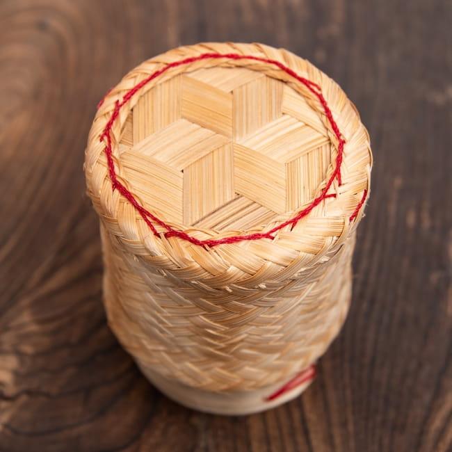 タイの竹製ごはんケース - 小 2 - 上から見てみました。手作りながらよくできていますね。