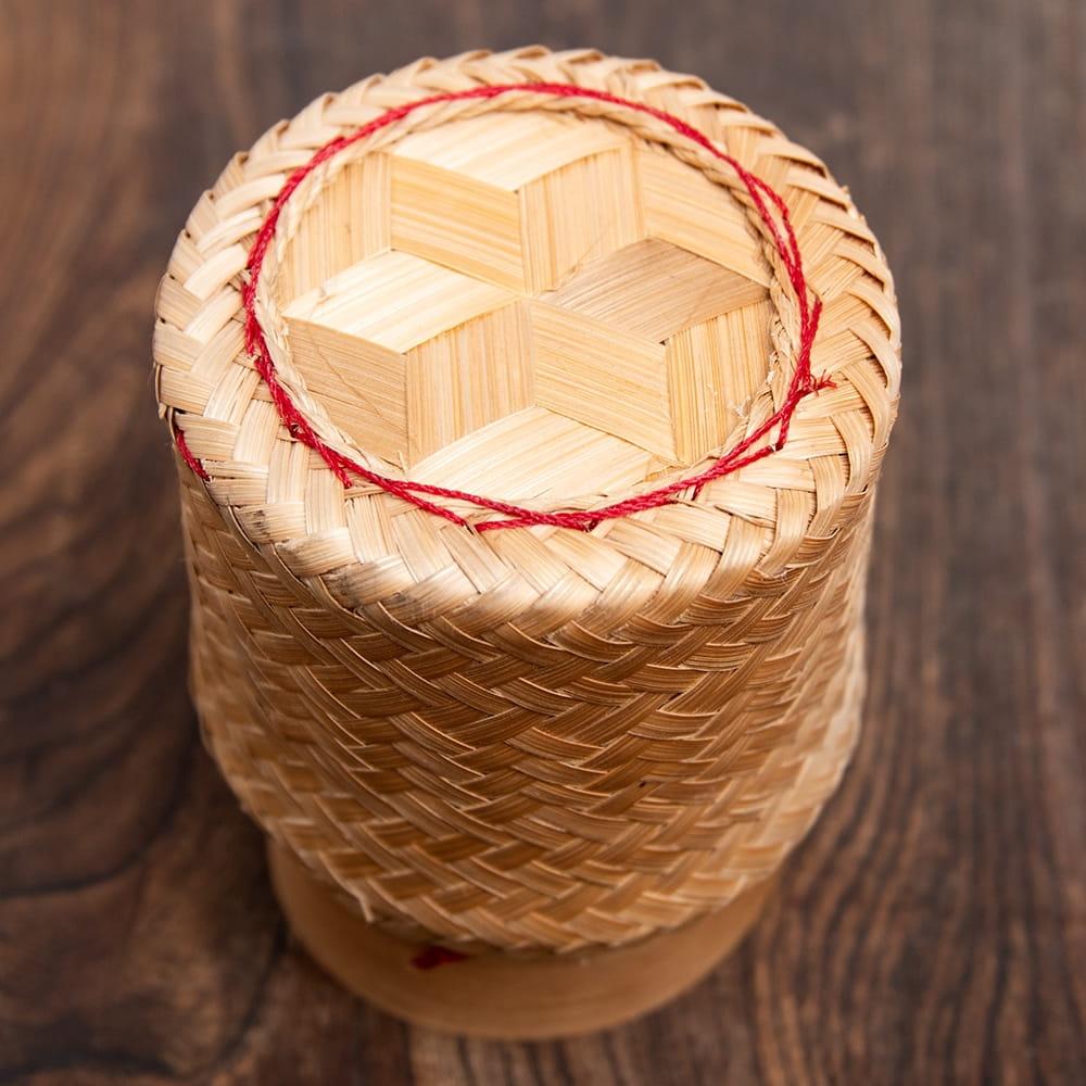 タイの竹製ごはんケース - 中 2 - 上から見てみました。手作りながらよくできていますね。