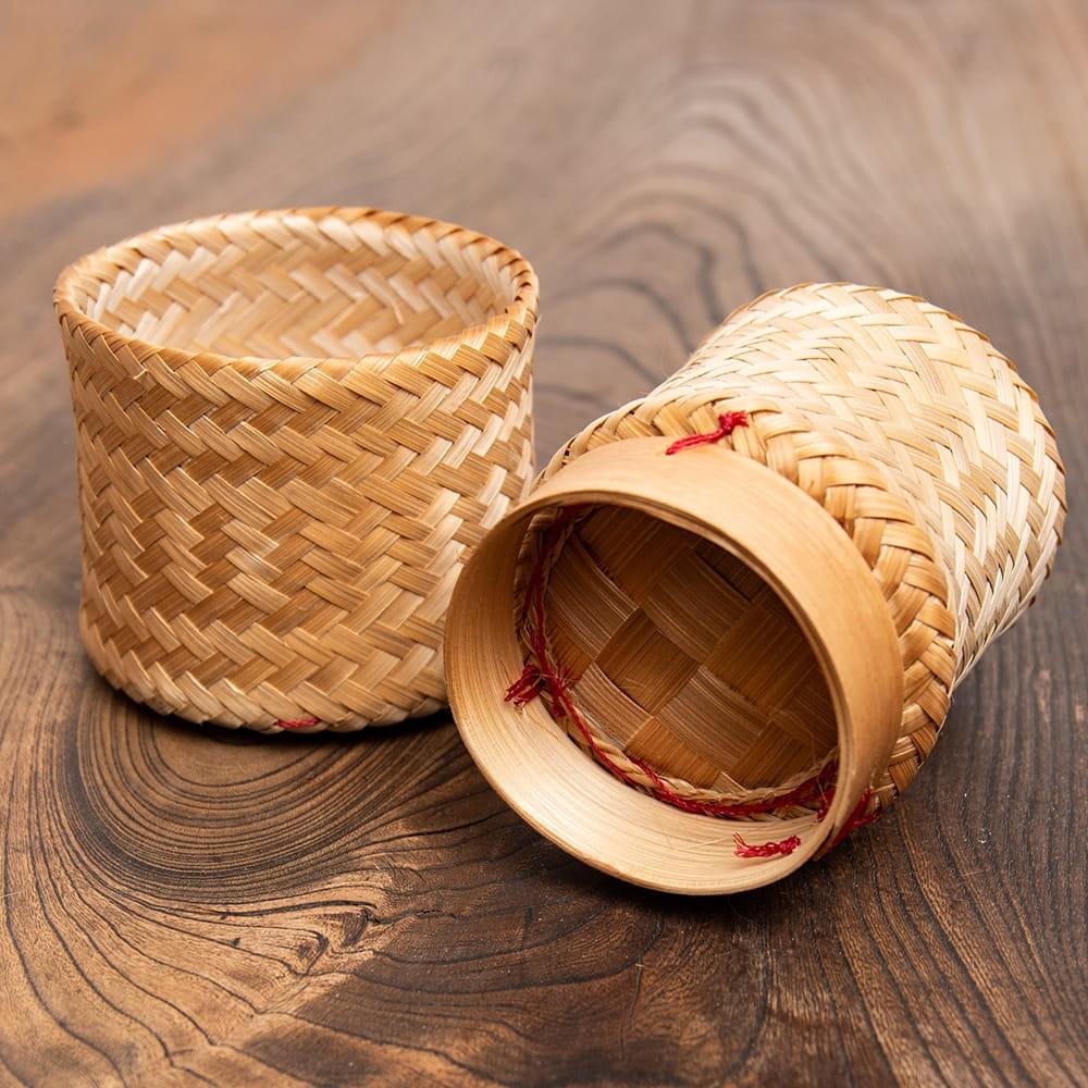 タイの竹製ごはんケース - 中 4 - 底面の様子です。