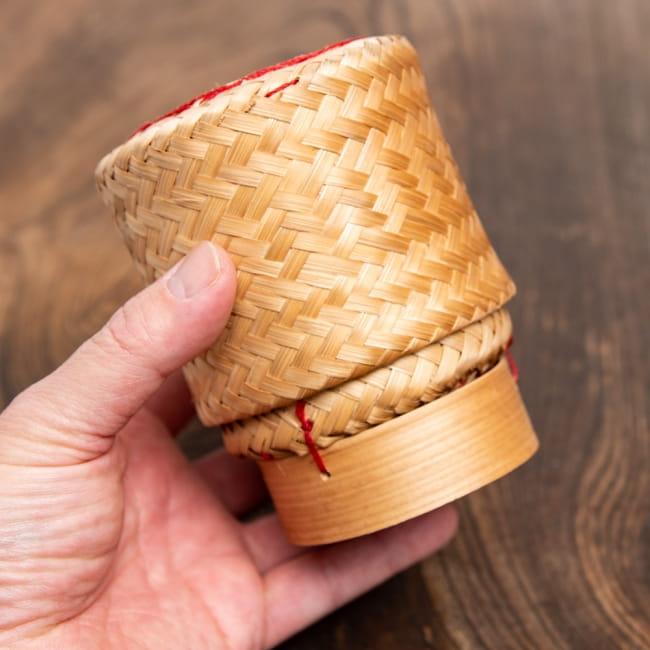 タイの竹製ごはんケース - 中 5 - 手に取るとこれくらいの大きさになります。