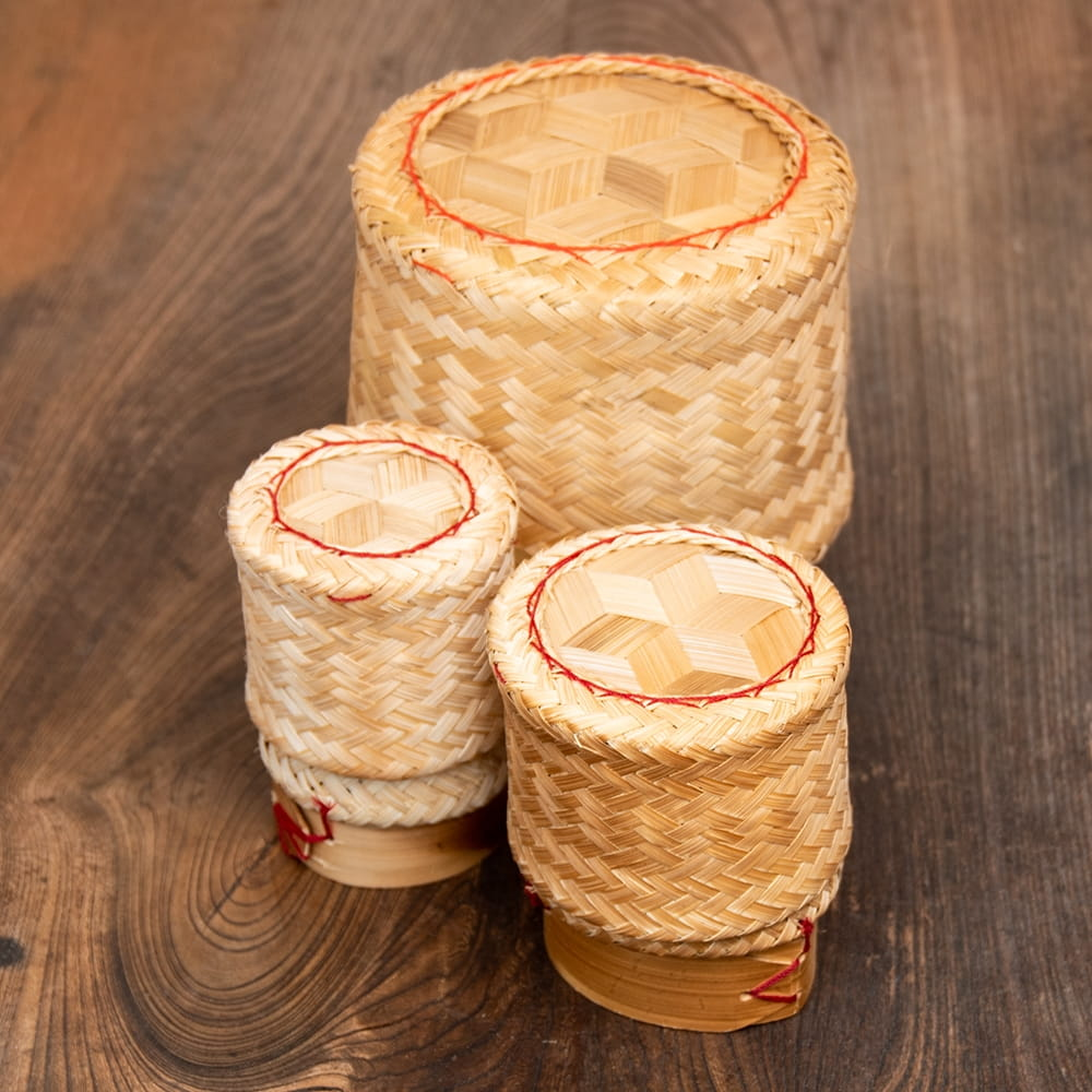 タイの竹製ごはんケース - 中 8 - 小・中・大を並べてみました。
