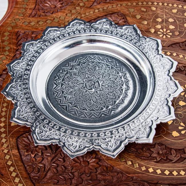 タイのお供え入れ 飾り皿 - 直径:約22cm 2 - 上に置いた物がよく映えます。お供え用だけではなく、果物などを置いたり様々な用途にご使用いただけます。