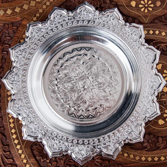タイのお供え入れ 飾り皿 - 直径:約22cmの写真