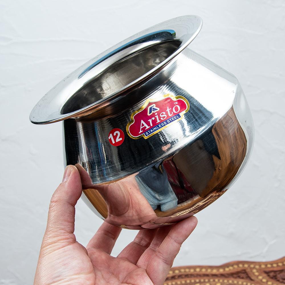 [インド品質]ステンレスのビリヤニ鍋 3人分以上サイズ(1800cc) 4 - 手に取るとこれくらいのサイズ感です。