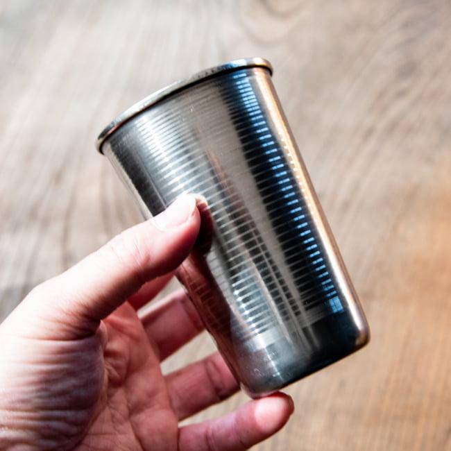 ステンレスのラッシーグラス[直径:約7.5cm 高さ:11.5cm] 5 - 軽いのでキャンプなどにもお勧めです。
