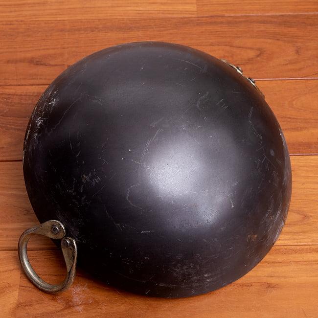 インドの屋台用鉄製カダイ(インド鍋 鉄鍋) - 直径約30cm 6 - 裏面になります