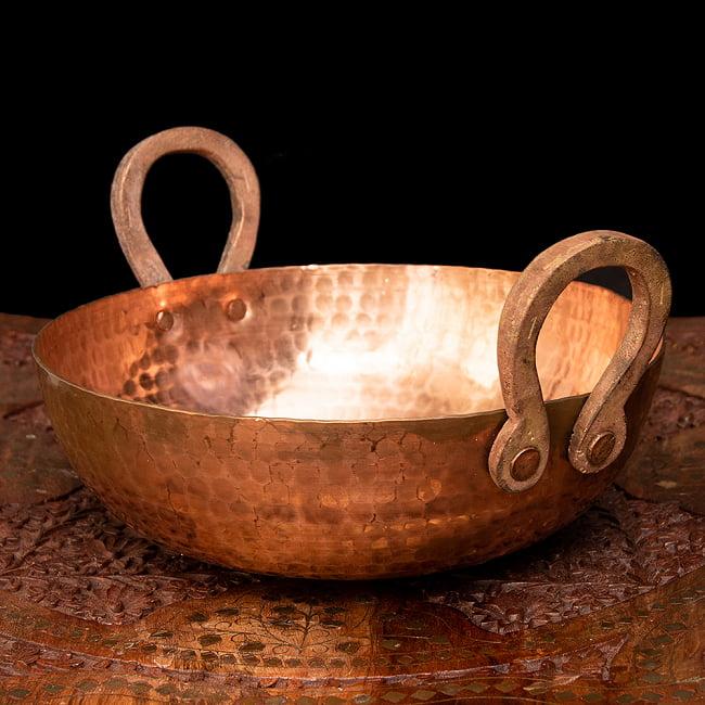 槌目仕立て高級調理用カダイ 銅製 - 直径23.5cm 2 - 持ち手の部分がとってもインド風です。