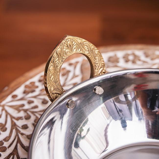 槌目銅装飾仕上げのステンレスカダイ[装飾持ち手付]サービングパン 食器・お皿〔約16.4cm〕 4 - 持ち手のところはブラスで装飾されています。(装飾は写真と異なる場合がございます)