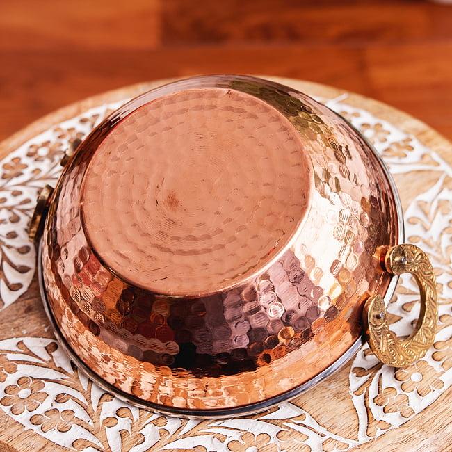槌目銅装飾仕上げのステンレスカダイ[装飾持ち手付]サービングパン 食器・お皿〔約16.4cm〕 6 - 裏面の写真です
