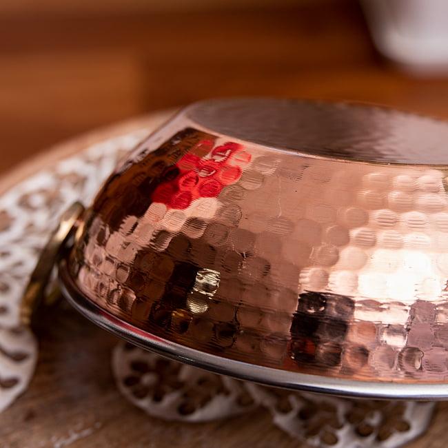 槌目銅装飾仕上げのステンレスカダイ[装飾持ち手付]サービングパン 食器・お皿〔約16.4cm〕 7 - 槌目加工が素敵です
