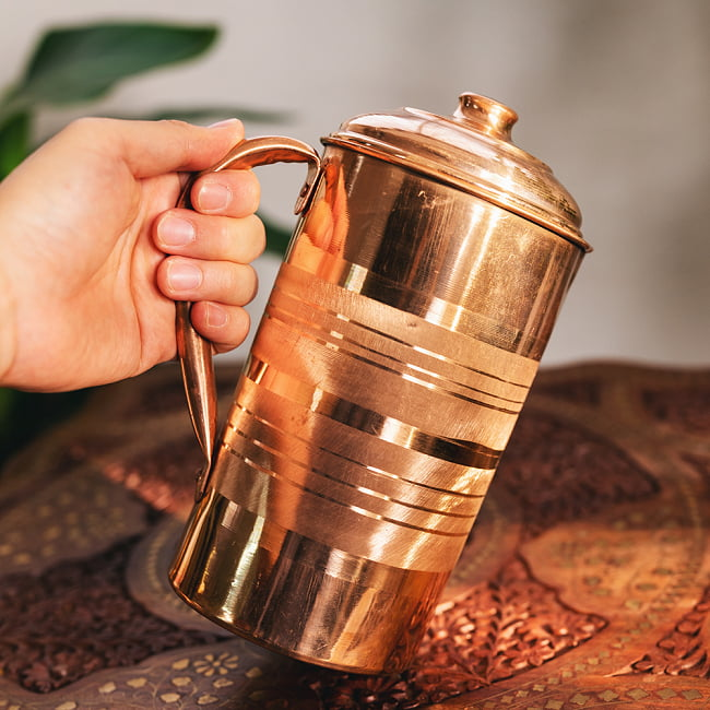銅製水差し アーユルヴェーダやヨガに使われる ウォータージャグ・ピッチャー〔約1600ml〕 11 - このくらいのサイズ感になります
