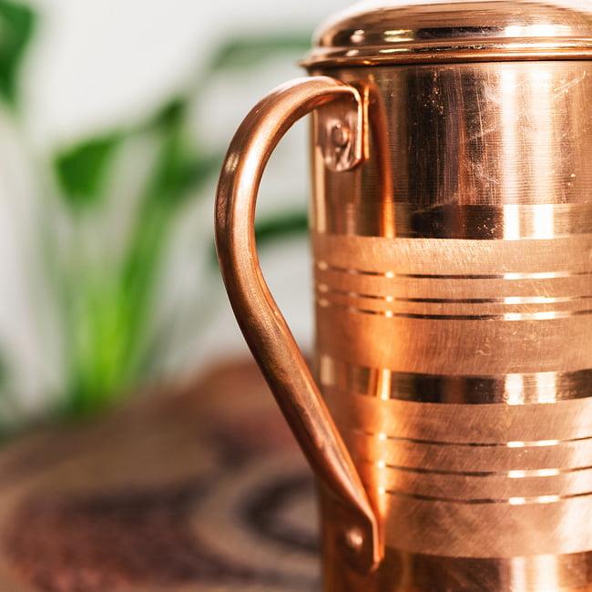銅製水差し アーユルヴェーダやヨガに使われる ウォータージャグ・ピッチャー〔約1600ml〕 4 - 持ち手の拡大写真です