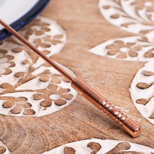 舌の掃除機 タン スクレーパー 本場インドの銅製 持ち手付きラージタイプ アーユルヴェーダ式舌磨きへ 3 - 持ちて手部分の拡大写真です