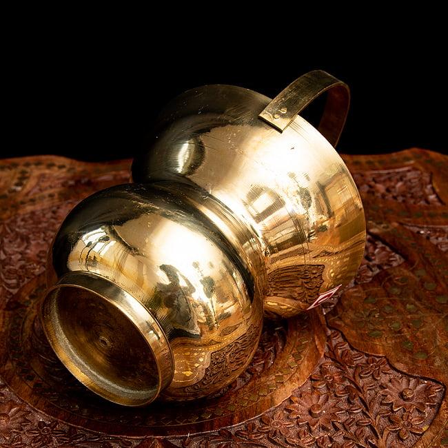 インドの水差し ブラス製 取っ手付き 23cm 4 - 底面を見てみました。