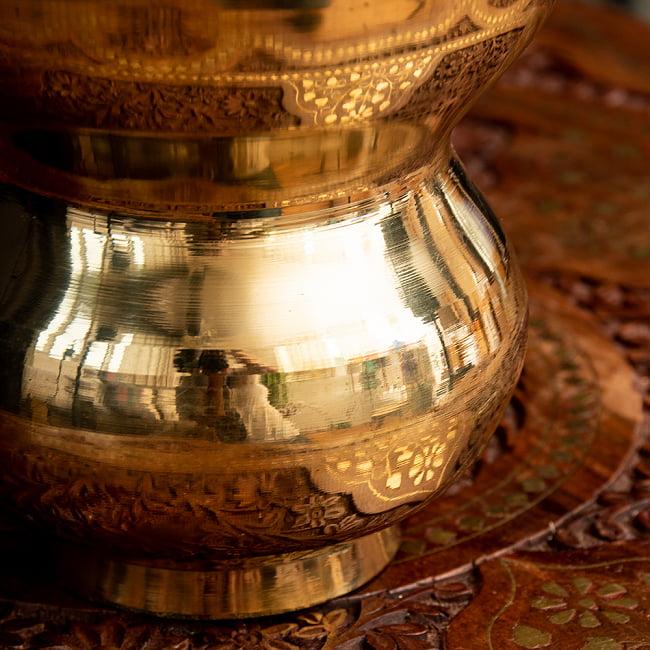 インドの水差し ブラス製 取っ手付き 23cm 5 - 丸っこい造形がキュートです。