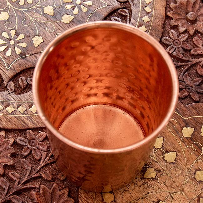 インドの鎚目付き銅装飾コップ【高さ:9.5cm×直径:7.3cm】 2 - 内側の写真です