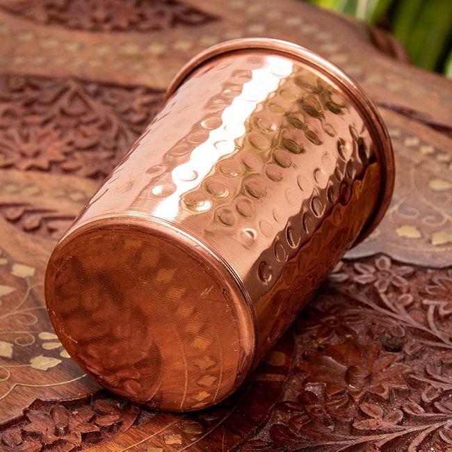 インドの鎚目付き銅装飾コップ【高さ:9.5cm×直径:7.3cm】 3 - 底面はこのようになっております