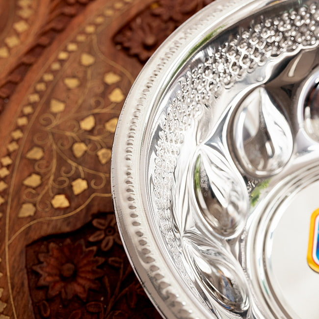ペイズリーエンボスのアルミ皿【直径:21.5cm 約1300ml】 5 - 縁部分です