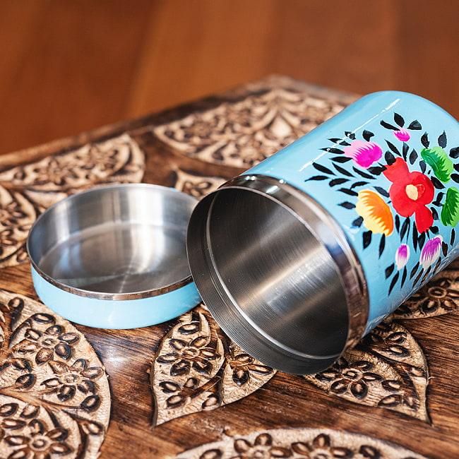 手描きカシミールペイントのケース 茶筒 スパイスケース レトロテイストな更紗模様〔直径:約6.3cm x 高さ:約9.7cm〕 5 - 中はステンレスのままなので、安心してご使用いただけます。