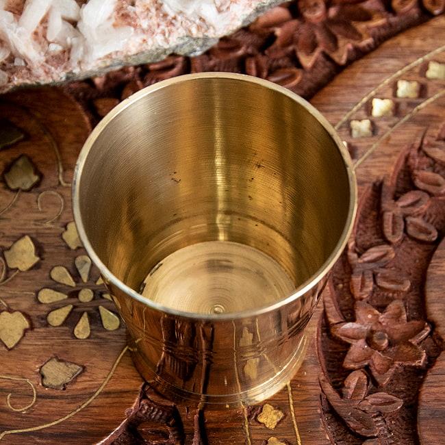 インドの礼拝用ブラス カップ 高さ:約5.7cm 3 - 上から見てみました。