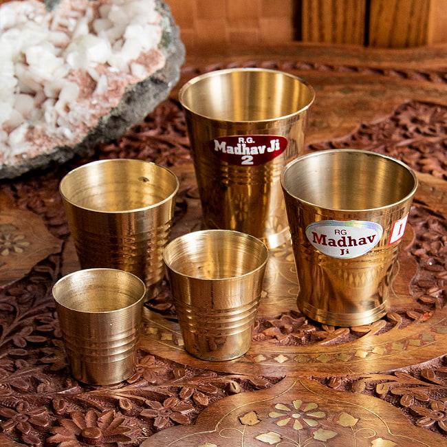 インドの礼拝用ブラス カップ 高さ:約5.7cm 6 - 様々なサイズを並べてみました。