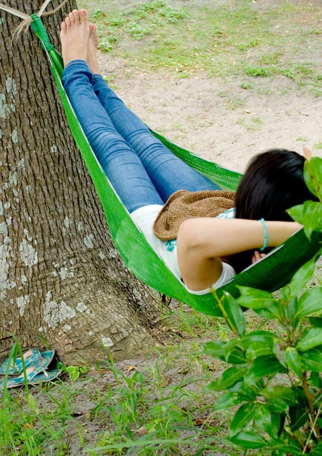 ベトナムのハンモック 大(約260cm) 4 - すっぽりつつみこんでくれるので気持ちいいですね。